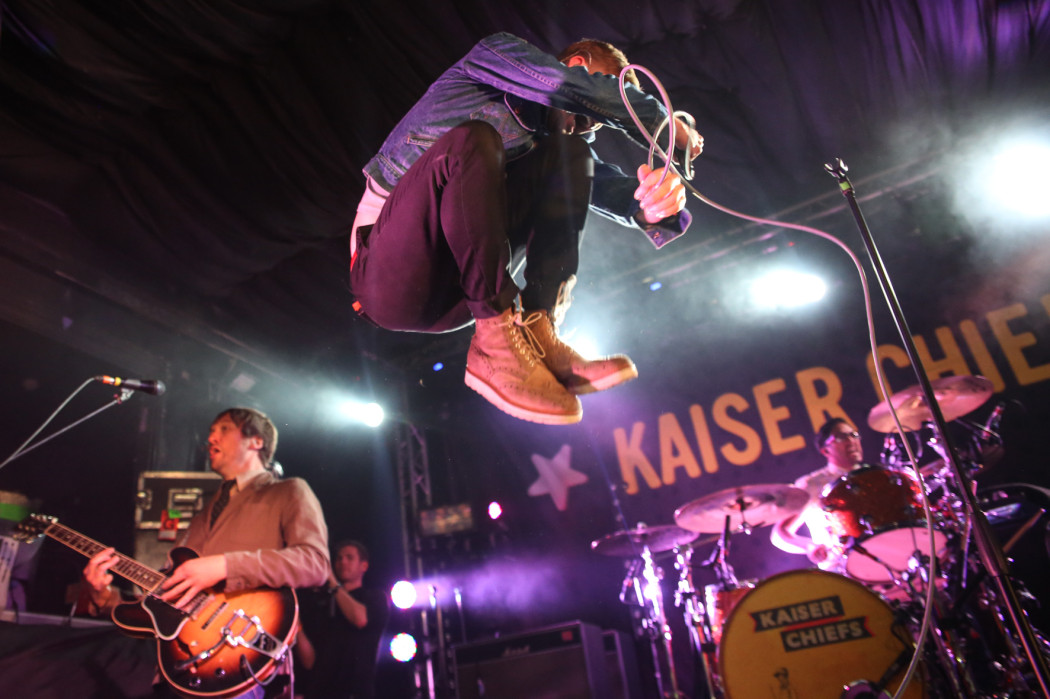 http://greatescapefestival.com/wp-content/uploads/2014/05/Kaiser-Chiefs-play-Amazon-Secret-Show-at-the-Great-Escape-their-first-Brighton-show-since-2008-pic-by-Mike-Burnell-1401-1050x699.jpg
